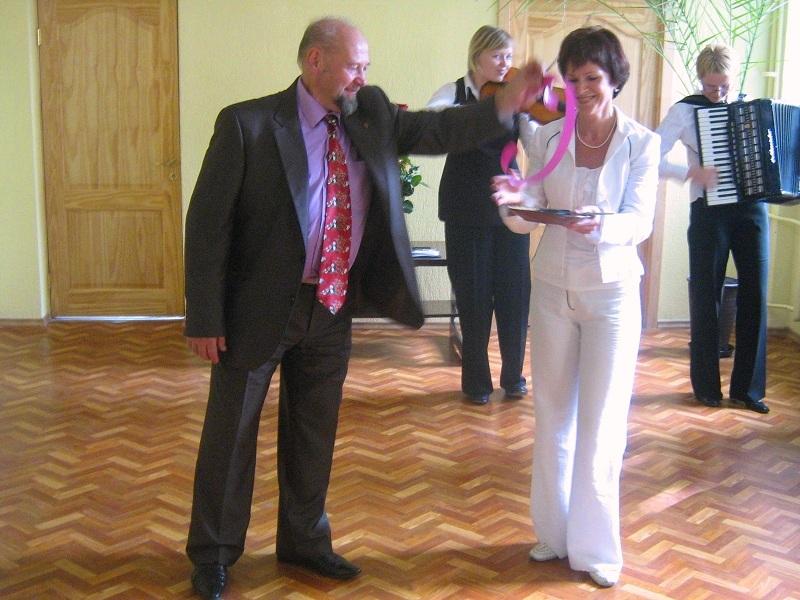 Simbolinę skyriaus atidarymo juostą perkirpo tuometinis Trakų miesto meras Edmundas Malūkas ir Trakų meno mokyklos direktorė Neringa Mišeikienė